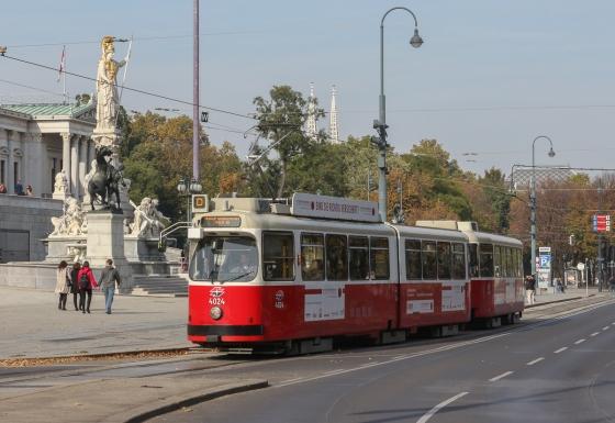 wiener-strassenbahn-e2-4024-linie-753023